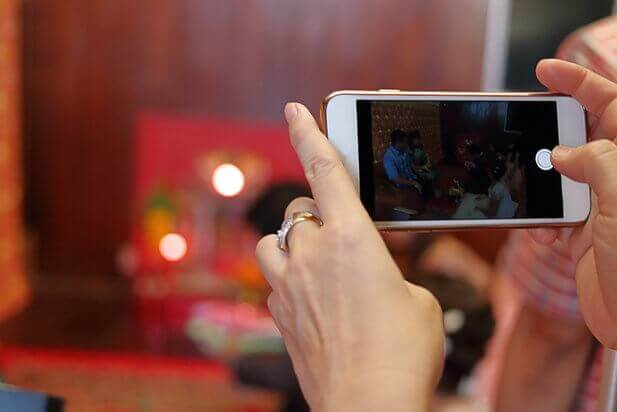 10 tips for taking great wedding pictures and video with