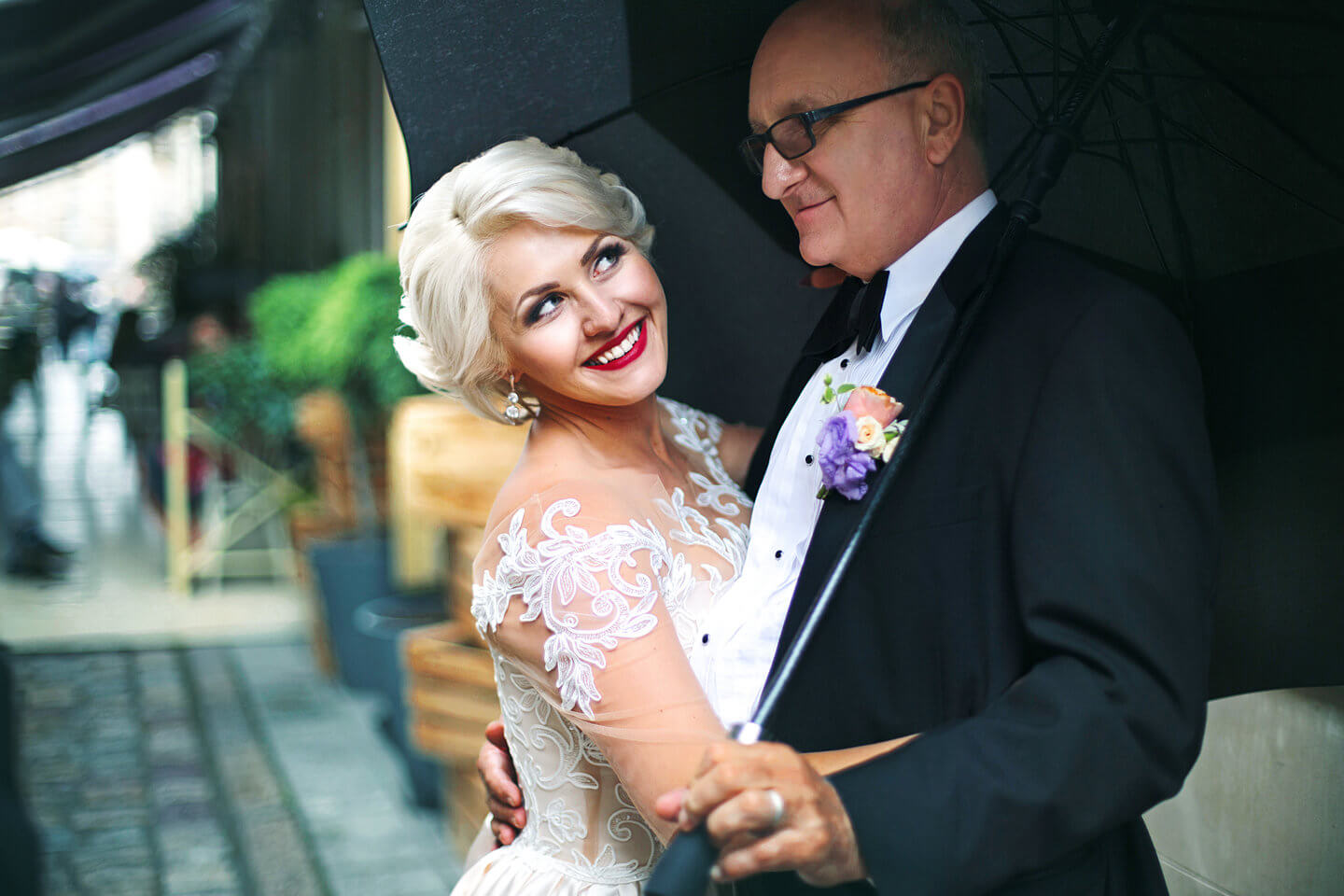 How To Take Great Wedding Pictures For Older Couples